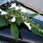 Hier in reduzierter Form, wird dieses Gesteck gerne mit Callas und/oder Rosen oder Lilien bestellt.