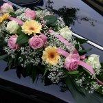 1.3 Gesteck mit Blumen der Saison, € 74,-