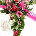 1.9 Gesteck mit Blumen der Saison, € 74,-