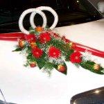 2.2 Gesteck mit stehenden Trauringen und Blumen der Saison, € 84,-