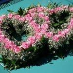6.3 - 2 verflochtene Herzen mit Rosen und Frischgrün, € 139,-